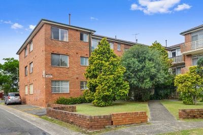 Middle Floor Unit - An Affordable entry into the eastern Suburbs.