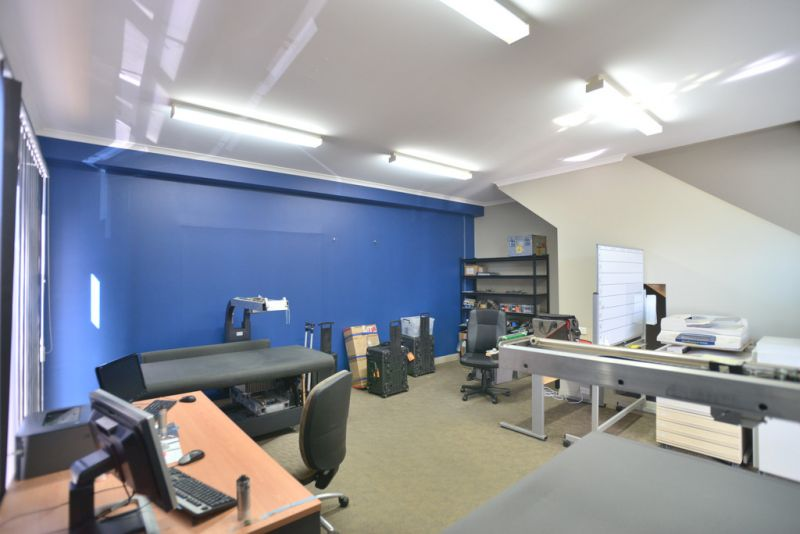 PROFESSIONAL OFFICE WITH WAREHOUSE IN MODERN COMPLEX