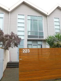 Harbour Town, Delightful Docklands Furnished Apartment