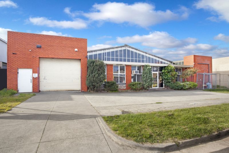 1150M2 * STAND-ALONE OFFICE / WAREHOUSE WITH REAR LAND! $$REDUCED$$
