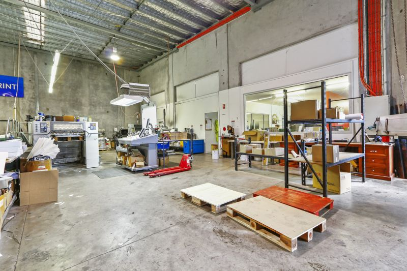 Perfect Warehouse / Office Blend  I  For Lease