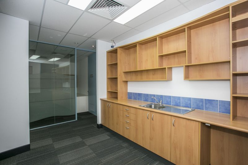 THE FINEST OFFICE YOU WILL SEE!  OPULENT FITOUT –  CARPARKING – BUILDING SIGNAGE