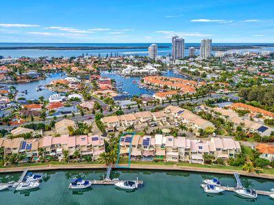 315m2* Superior Waterfront Villa With Marina Berth In The Heart Of Runaway Bay.