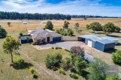SPECTACULAR PROPERTY OFFERING 5 BEDROOMS AND 10 ACRES