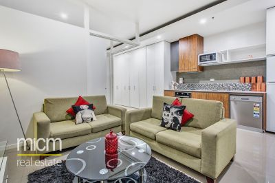 Stylish Apartment Right Next to the Royal Botanic Garden!
