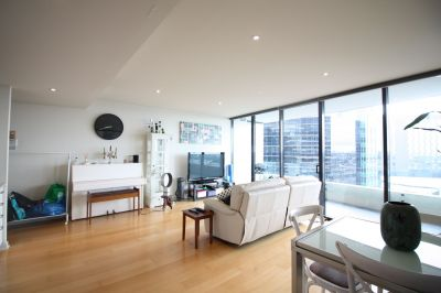 Perfect positioned one bedroom apartment in rarely offered Tower 1