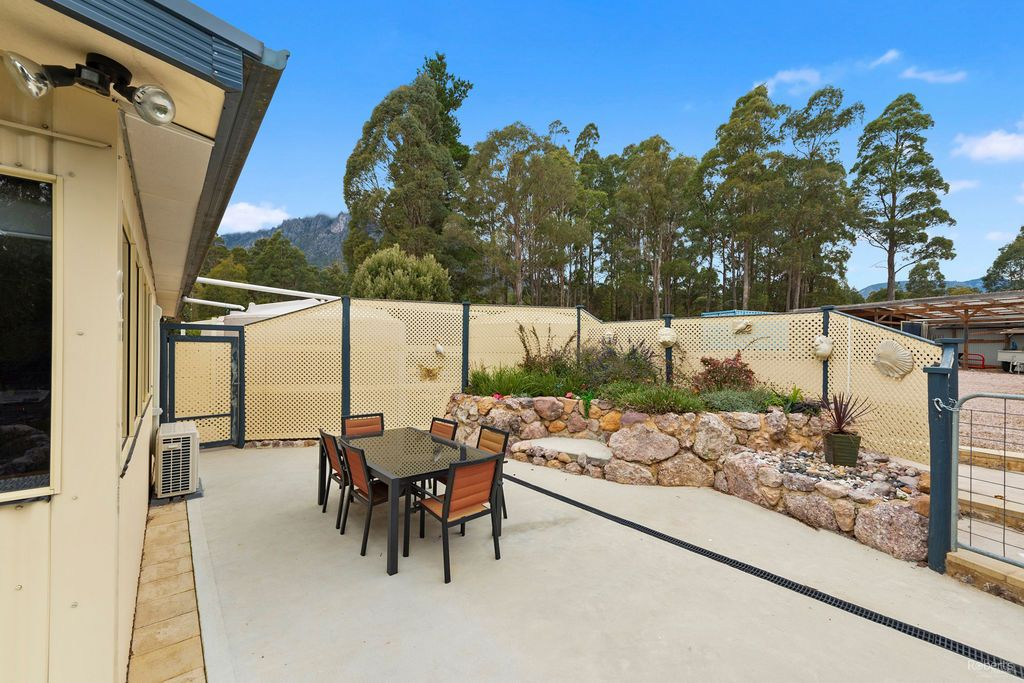 25 Kookaburra Rock Road, Claude Road