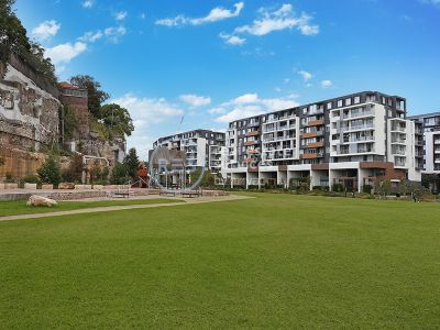 Stylish 2 Bedroom Apartment with Parking in Harold Park, Glebe