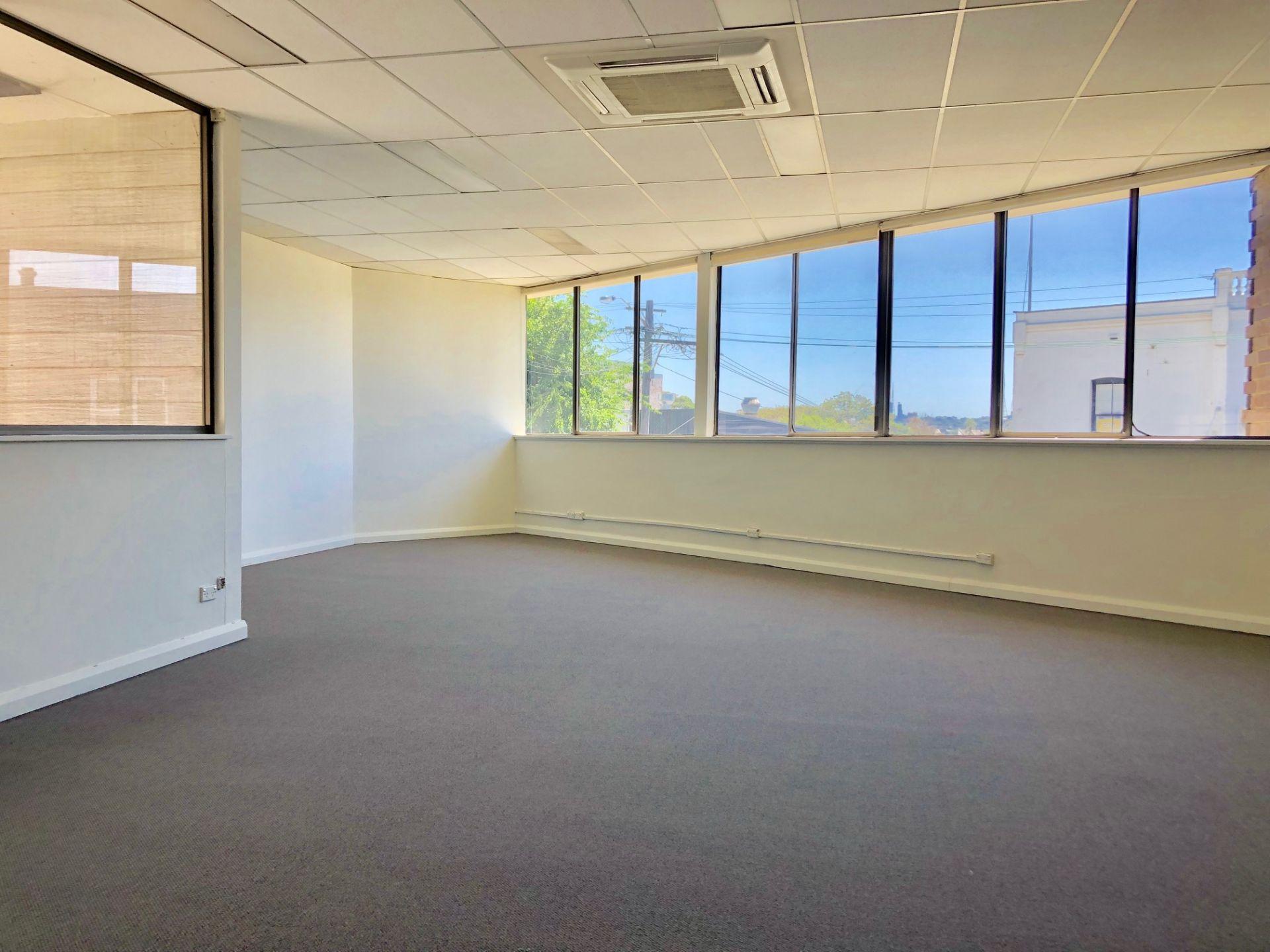 Professional Open-Plan Office Suite