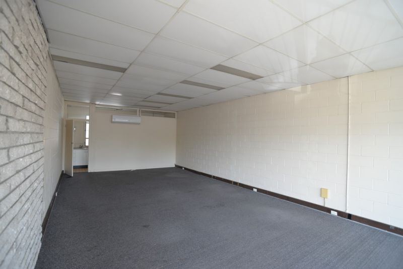 62m2* First Floor Office Suite On Kingston Road