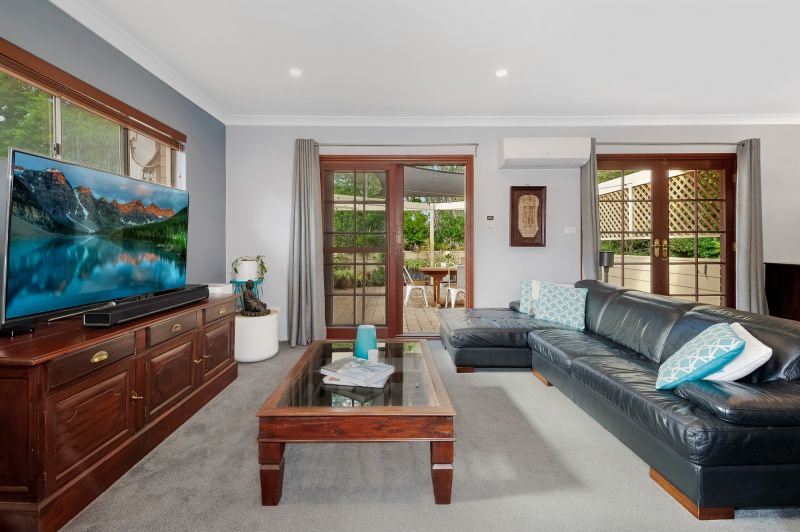 Renovated townhouse in convenient locale