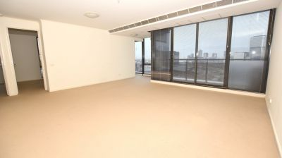 Fresh and Bright  Three Bedroom Apartment with City Views!
