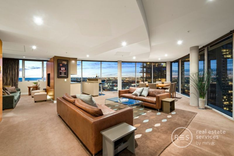 Distinct Docklands delight with endless city and water views