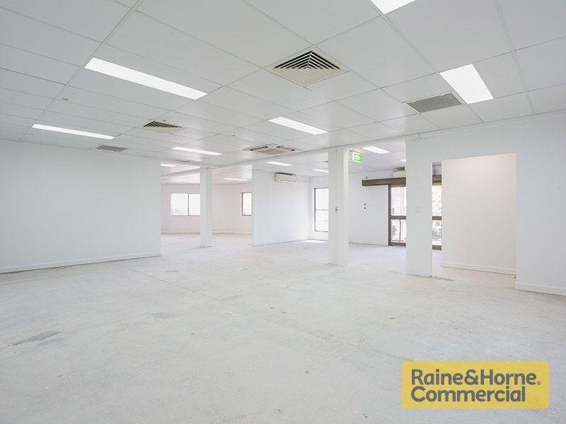 463sqm Prime Office Space in Corner Location