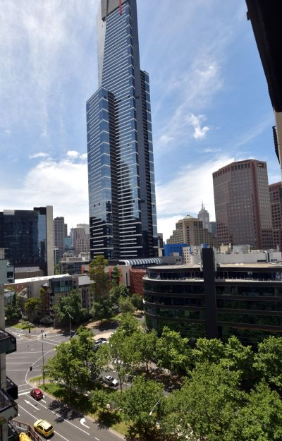 Southbank Condos: Spacious Renovated Apartment with North-Facing City Views!