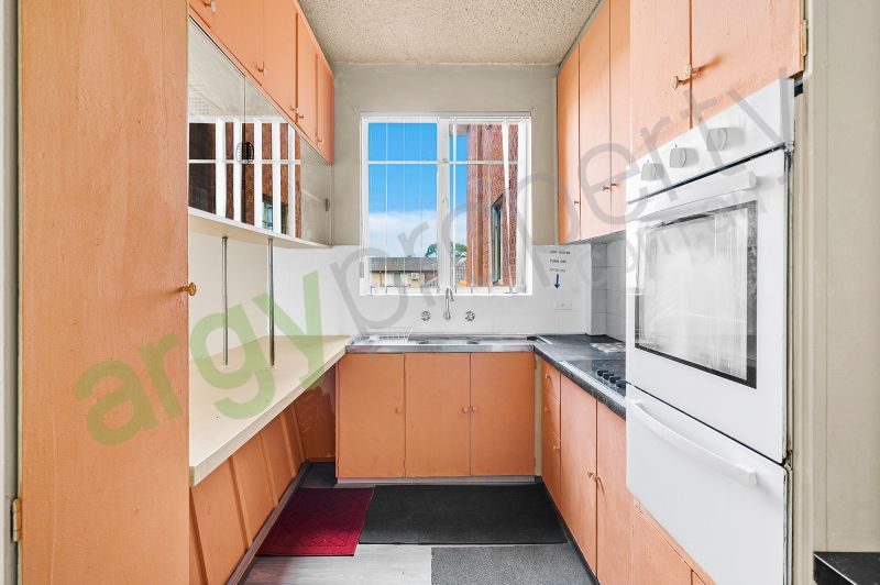 Centrally positioned neat and tidy unit