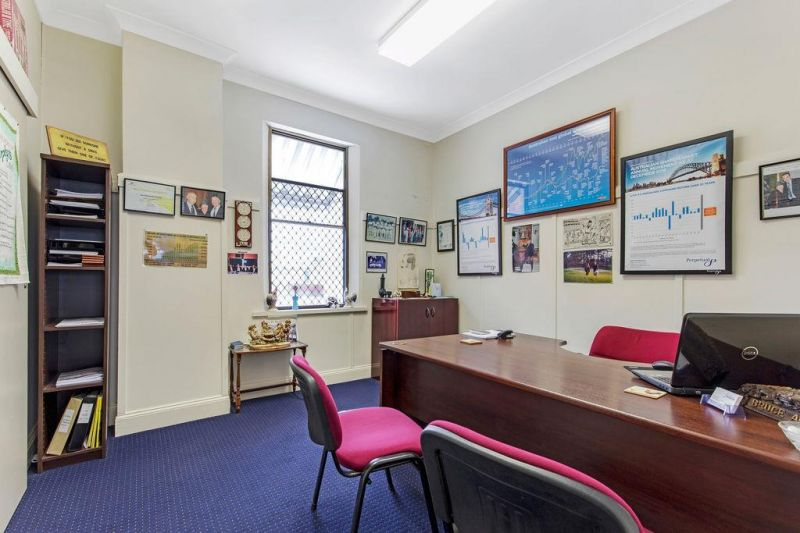 BLUECHIP LOCATION.  SECURE TENANTS.  IDEAL FOR AN SMSF / YIELD FOCUSED INVESTORS