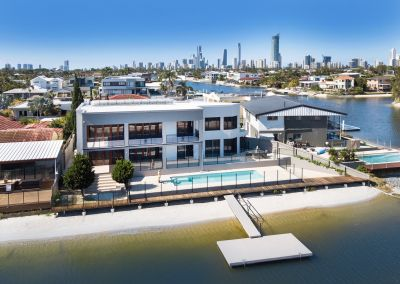 Huge Waterfront - Quality 5-bedroom Family Living
