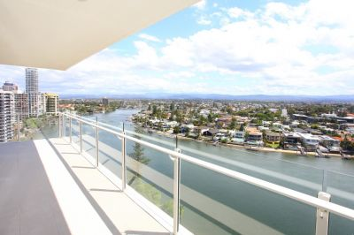 Large Spacious Corner Unit With Stunning Views  Walk To The Beach