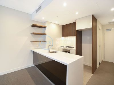 Sunny 1-Bedroom Apartment with Separate Study Room + Parking in Glebe