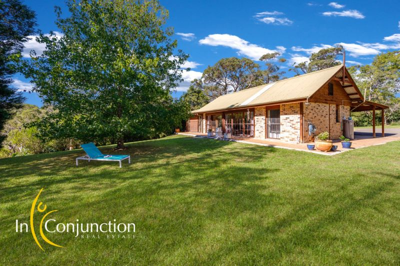 Perfect 1 acre (approx) with privately positioned single level home in one of Middle Dural's most premier locations.