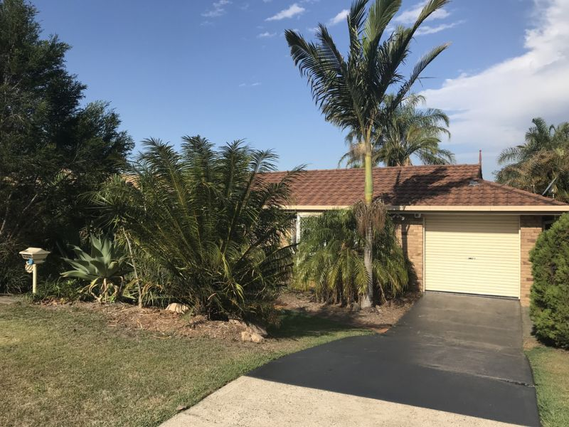 4 BEDROOM HOME WITH POOL AVAILABLE MID DECEMBER