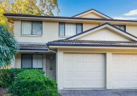 Low Maintenance & Modern Townhouse in Sought after Locale