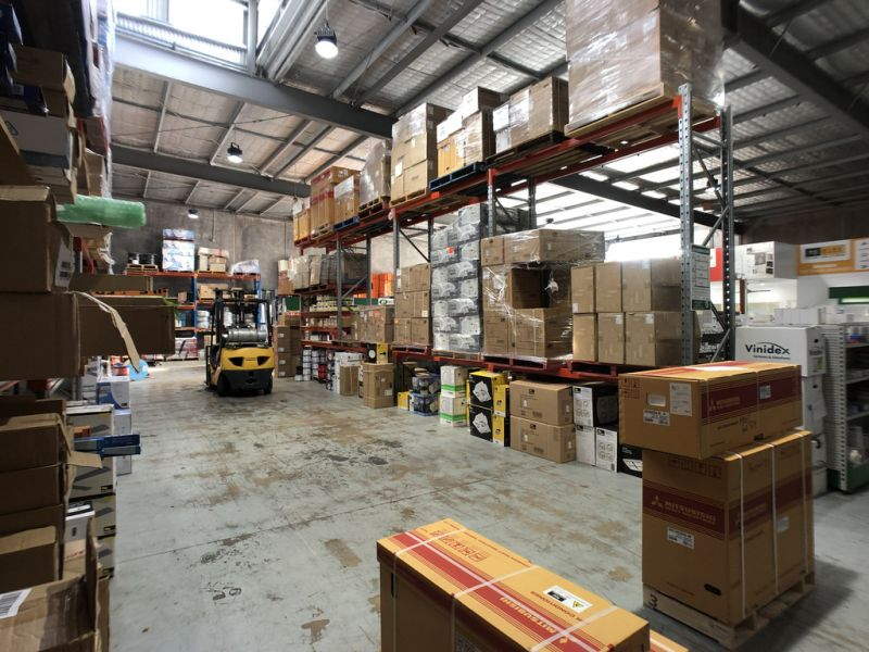 Large Office Warehouse With Hardstand