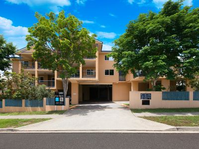 Perfect unit, quiet location, and a large balcony in the heart of Enoggera.