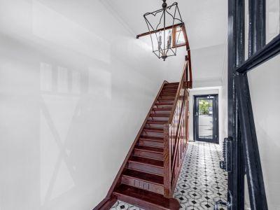 Beautifully Renovated Art Deco Apartment