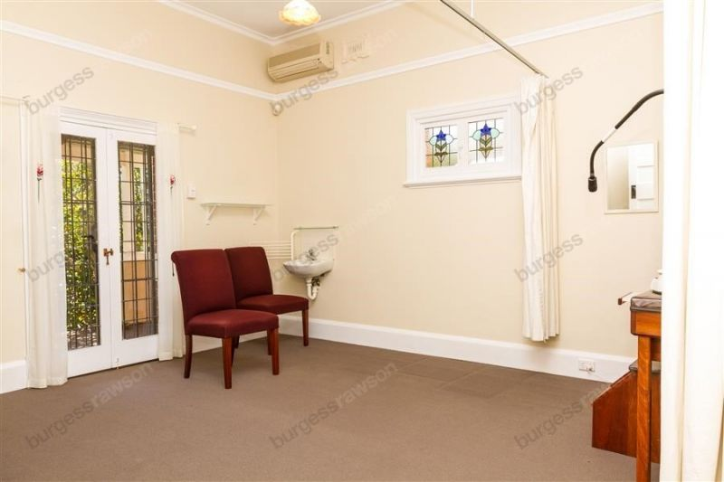 Professionally Presented Freestanding Consulting Rooms