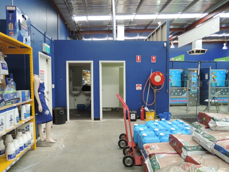 Showroom with excellent street exposure for Lease in Canning Vale