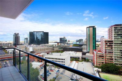 Melbourne Tower: 15th Floor - Everything at Your Doorstep!