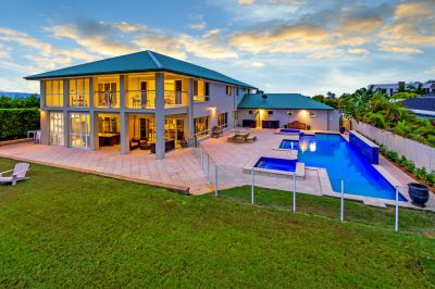 Ultimate Entertainer With Ocean & Mountain Views