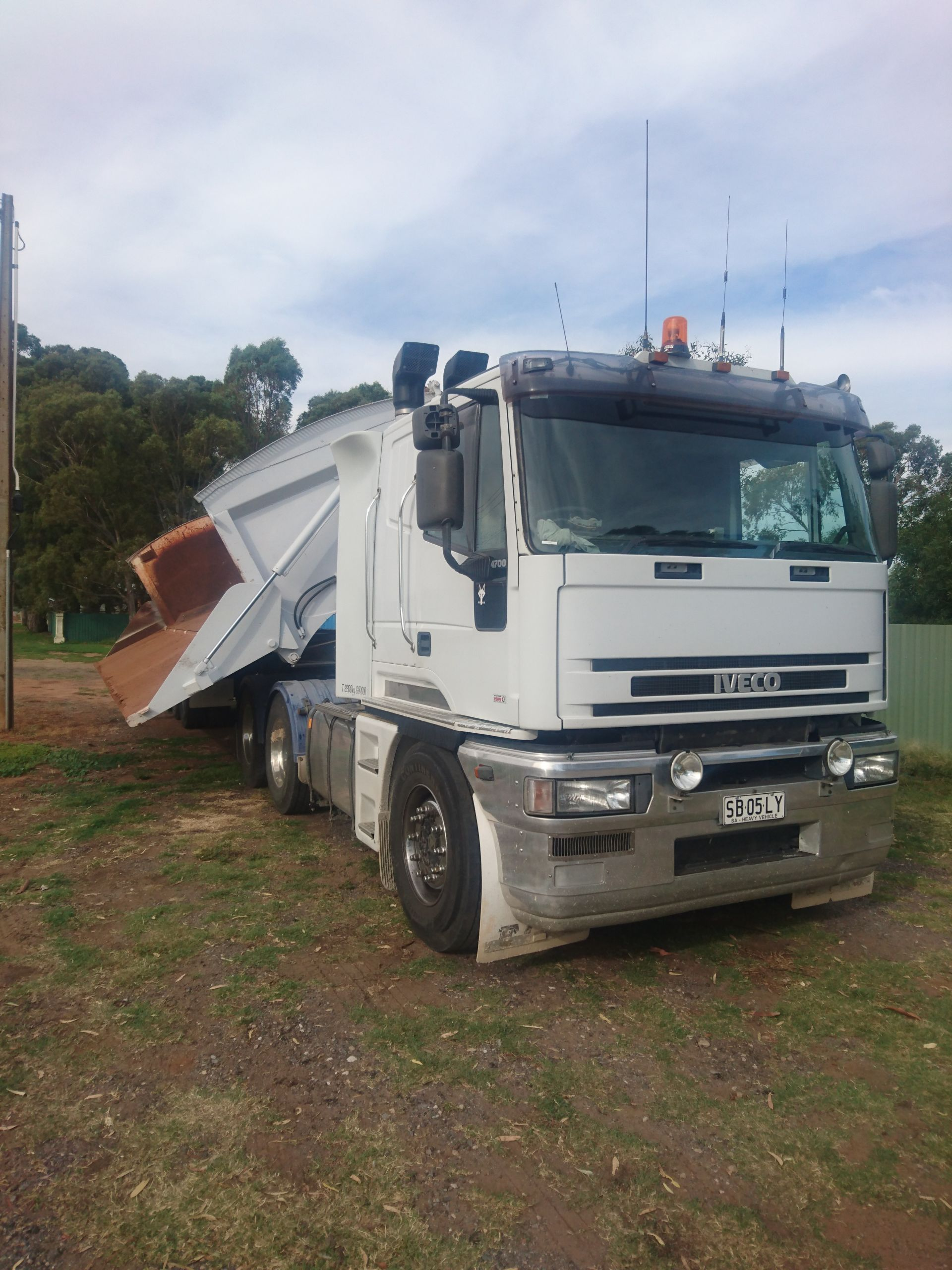 EARTHWORKS, RUBBISH, CONCRETE & SOIL REMOVAL