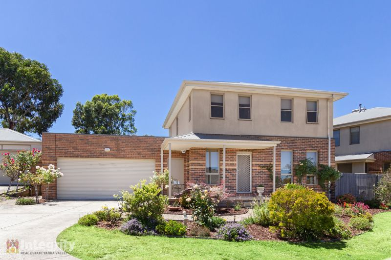 SPACIOUS TOWN HOUSE IN COURT LOCATION