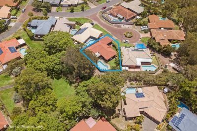 Robina Quays Home with Swimming Pool Backing onto Park!