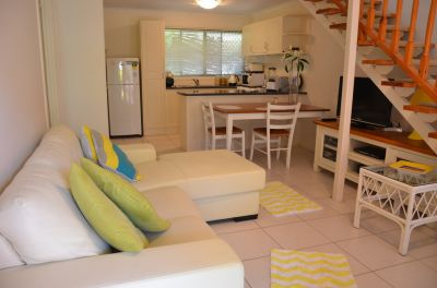 Walk to The Beach from this Fantastic Townhouse!!