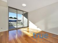= HOLDING DEPOSIT RECEIVED = STUNNING SPLIT LEVEL DUAL ASPECT EXECUTIVE APARTMENT