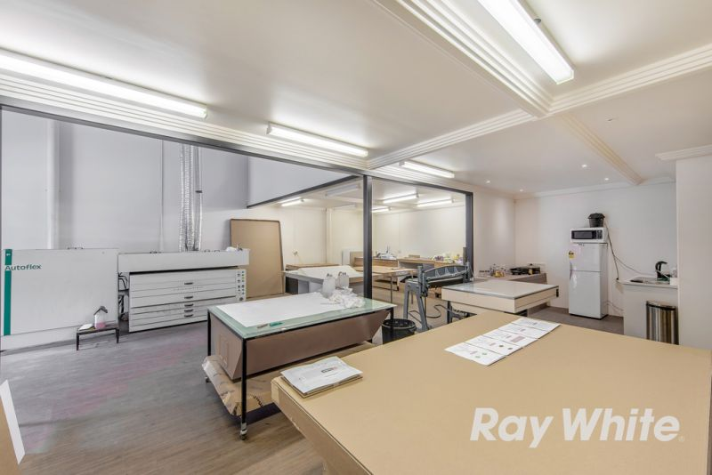 EXCEPTIONAL OFFICE / SHOWROOM / WAREHOUSE OCCUPY OR INVEST !