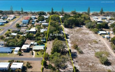 ABSOLUTE OCEANFRONT HOME on 6,743m2!