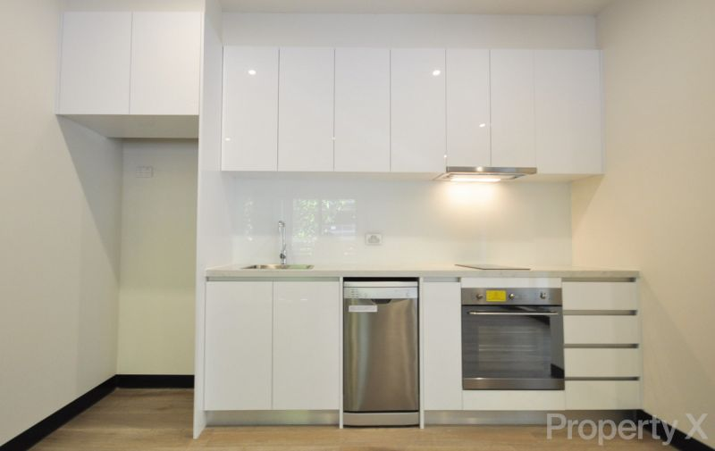 Stylish Unfurnished One Bedroom Apartment!