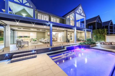 Rare offering Harbour Villa on 1147m2 with room for two large boats