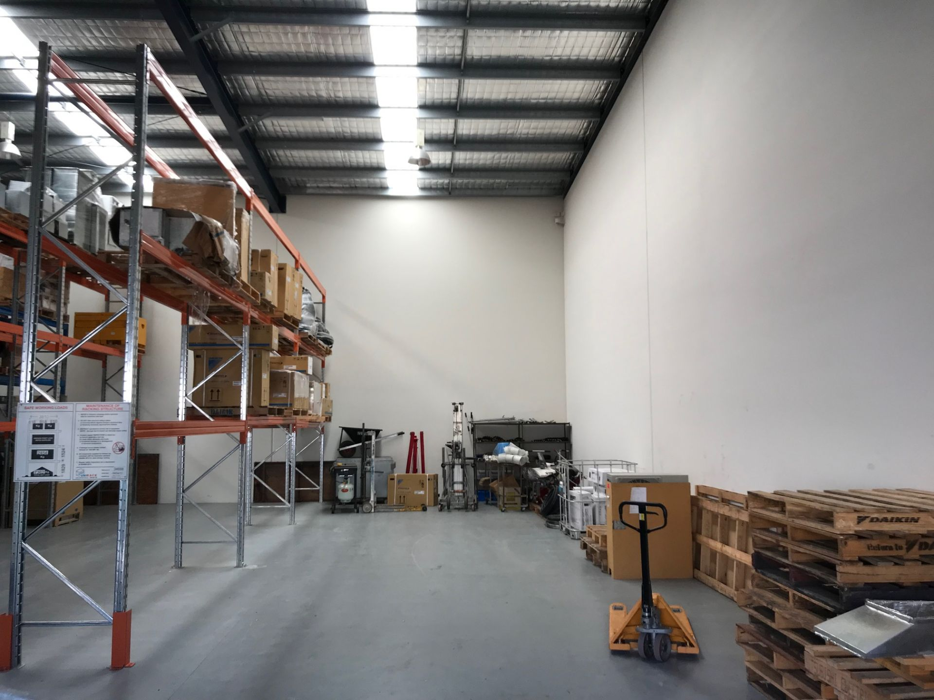 For Lease: 141sqm* - 281sqm* OFFICE/ WAREHOUSE OPPORTUNITY