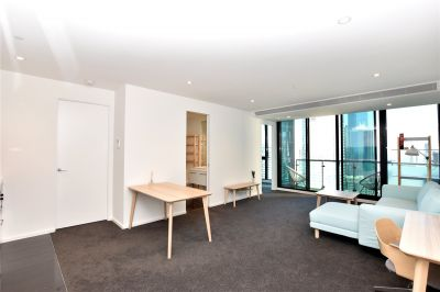 Australis: Two Bedroom in the Heart of Melbourne!