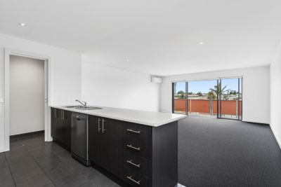 Stylish westerly apartment in this central Footscray location!