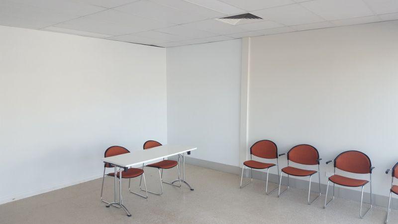 Ground Floor Office & Showroom!