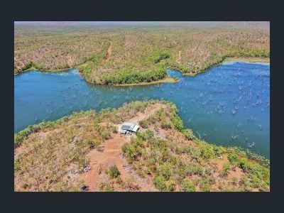 LAKE BENNETT, NT 0822