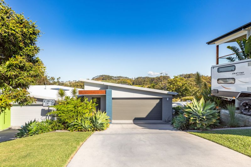 Modern Three Bedroom home in Beachside Korora!