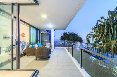 Stunning Broadwater Views from Delightful Allisee Apartment